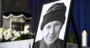 Tandori Dezső portréja a Fiumei úti Nemzeti Sírkert ravatalozójában 2019. március 5-én. A Kossuth- és József Attila-díjas író, költő, a nemzet művésze 80 éves korában, február 13-án hunyt el. MTI/Kovács Tamás