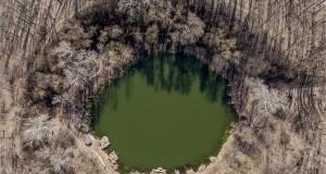 A Kráter-tó Nagyhegyes közelében 2019. március 18-án. Az ENSZ március 22-ét nyilvánította a víz világnapjává, amelynek célja a környezet és ezen belül a Föld vízkészletének védelme. MTI/Czeglédi Zsolt