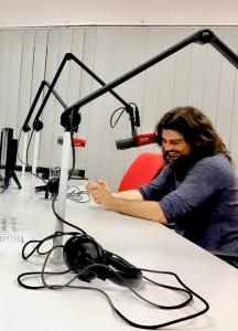 Dóka Attila a Karc Fm, Hangadó című műsorában.  Fotó: Juhász Melinda