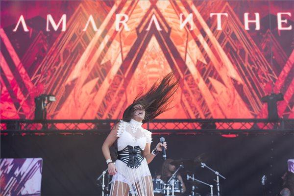 Elize Ryd énekesnő a svéd-dán Amaranthe együttes koncertjén, a 27. VOLT Fesztiválon a soproni Lővér kempingben 2019. június 26-án. MTI/Nyikos Péter