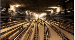 A fenti kép az északi szakaszon, Árpád híd metróállomás kitérőkörzetében készült a felújítási munkálatok ideje alatt. Hasonlóan néz ki a terület Nagyvárad tér metróállomás vonatkozásában is.