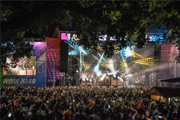 A Kowalsky meg a Vega együttes koncertje a debreceni Campus Fesztiválon 2019. július 18-án. MTI/Czeglédi Zsolt