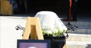 Nemcsák Károly színművész, a József Attila Színház igazgatója beszédet mond Horváth Ádám temetésén a Farkasréti temetőben 2019. július 16-án. A Kossuth-, Erkel Ferenc- és Balázs Béla-díjas rendező 89 éves korában, június 19-én hunyt el. MTI/Soós Lajos
