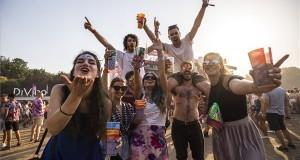 Fiatalok a 27. Sziget fesztiválon az óbudai Hajógyári-szigeten 2019. augusztus 12-én. MTI/Mónus Márton