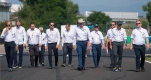 A Nemzetközi Automobil Szövetség (Fédération Internationale de l'Automobile, FIA) szakemberei a pályán a Forma-1-es Magyar Nagydíj első napján a mogyoródi Hungaroringen 2019. augusztus 1-jén. MTI/Balogh Zoltán