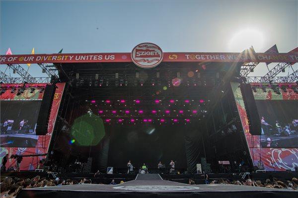 Az amerikai Big Thief indierock-zenekar koncertje a 27. Sziget fesztiválon az óbudai Hajógyári-szigeten 2019. augusztus 12-én. MTI/Balogh Zoltán