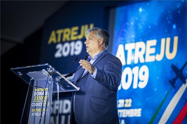 A Miniszterelnöki Sajtóiroda által közreadott képen Orbán Viktor miniszterelnök beszédet mond az Atreju nevű rendezvényen, a jobboldali Olasz Testvérek (FdI) párttalálkozóján Rómában 2019. szeptember 21-én. MTI/Miniszterelnöki Sajtóiroda/Szecsődi Balázs