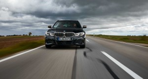 P90373313-the-new-bmw-m340i-xdrive-touring-black-sapphire-metallic-10-2019-2249px