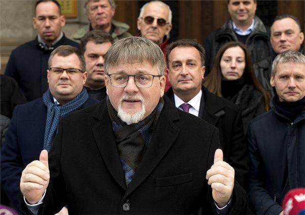 Dézsi Csaba András, a Fidesz-KDNP győri polgármesterjelöltje sajtótájékoztatót tart Győrben 2020. január 3-án. MTI/Krizsán Csaba