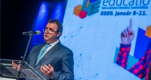 Palkovics László innovációs és technológiai miniszter beszédet mond a 20. Educatio Nemzetközi Oktatási Szakkiállítás megnyitóján a fővárosi Hungexpón 2020. január 9-én. A miniszter bejentette, hogy februártól harmadával nőnek a felsőoktatási ösztöndíjak és a magyar állami ösztöndíjas képzésben megállapított felvételi pontszám maximum 400 pont lesz. Az Oktatási Hivatal és a HÖOK Hallgatói Szolgáltató Közhasznú Nonprofit Kft. által szervezett eseményen csaknem 140 kiállító - köztük több mint tíz ország mintegy hatvan felsőoktatási intézménye - várja a középiskolásokat, szüleiket és minden érdeklődőt. MTI/Balogh Zoltán