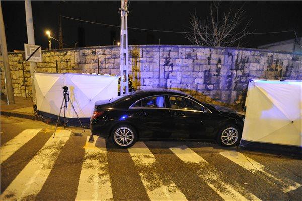 Baleseti helyszínelés a budapesti Ferdinánd híd közelében 2020. január 4-én. Gesztesi Károly 56 éves színművész vezetés közben rosszul lett, infarktust kapott. Kocsijával félreállt, ám hiába jött gyorsan a segítség és próbálták 50 percen keresztül újraéleszteni, az orvosok nem jártak sikerrel. MTI/Mihádák Zoltán