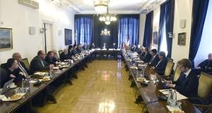 Karácsony Gergely főpolgármester (szemben, b2) beszél, mellette jobbról Kiss Ambrus általános főpolgármester-helyettes és Szentirmai Judit levezető elnök a Fővárosi Érdekegyeztető Tanács (Főét) alakuló ülésén a Főpolgármesteri Hivatalban 2020. február 11-én. A háromoldalú érdekegyeztető fórumban öt szakszervezeti és öt munkáltatói szövetség, valamint a fővárosi önkormányzat képviselői foglalnak helyet. MTI/Bruzák Noémi