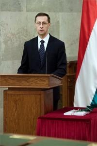 Varga Mihály pénzügyminiszter a 2021. évi költségvetési törvényjavaslat átadásán az Országházban 2020. május 26-án. MTI/Koszticsák Szilárd