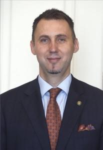 Virág Barnabás, a Magyar Nemzeti Bank (MNB) új alelnöke a kinevezéséről szóló dokumentum átadásakor a Sándor-palotában 2020. június 23-án. MTI/Bruzák Noémi