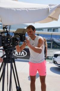 Rafael Nadal a kamera lencséjét írja alá