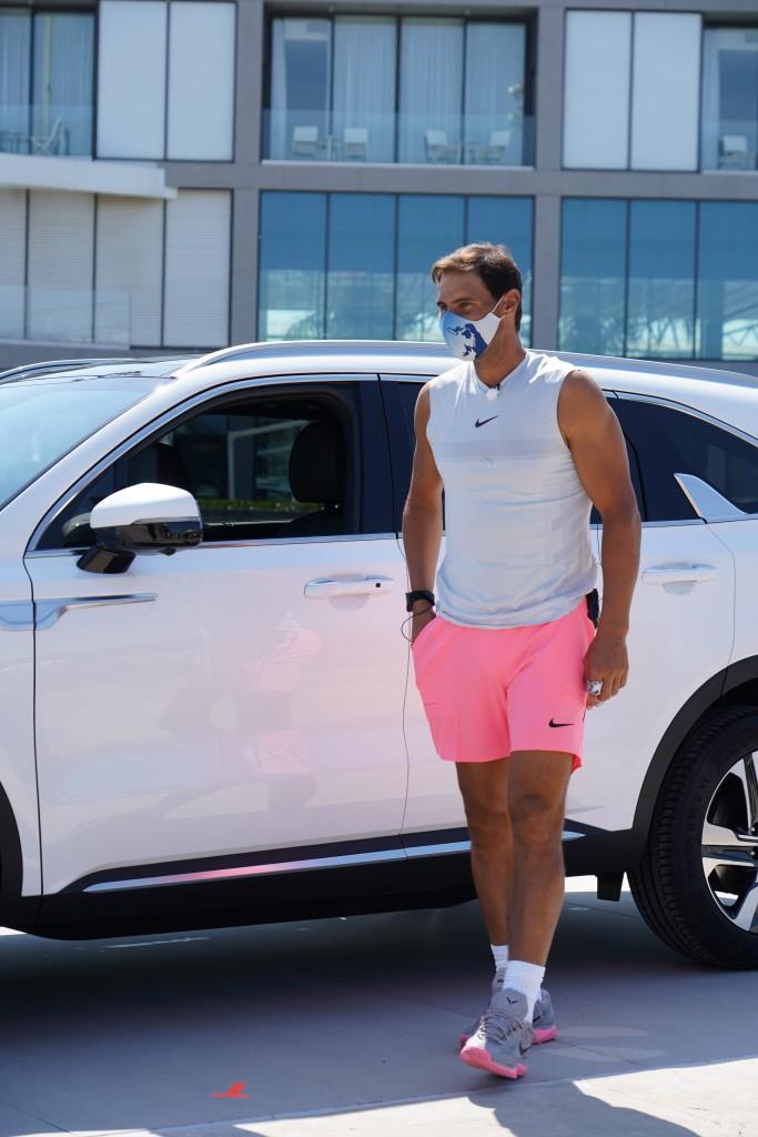 Rafal Nadal az új Kia Sorento Hybriddel