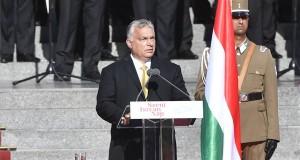 Orbán Viktor miniszterelnök beszédet mond az államalapító Szent István király ünnepe alkalmából tartott díszünnepségen és tisztavatáson az Országház előtt, a Kossuth Lajos téren 2020. augusztus 20-án. MTI/Máthé Zoltán
