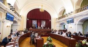 A Fővárosi Közgyűlés ülése, középen Karácsony Gergely főpolgármester a Városházán 2020. szeptember 30-án. MTI/Mónus Márton