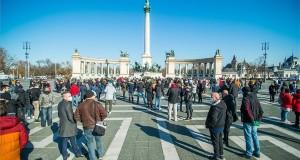 A vendéglátóhelyek szabályozott nyitvatartásáért demonstráltak Budapesten Szöveg: Budapest, 2021. február 1. A vendéglátóhelyek, szálláshelyek nyitvatartásáért tartott demonstráció résztvevői a budapesti Hősök terén 2021. február 1-jén. MTI/Balogh Zoltán
