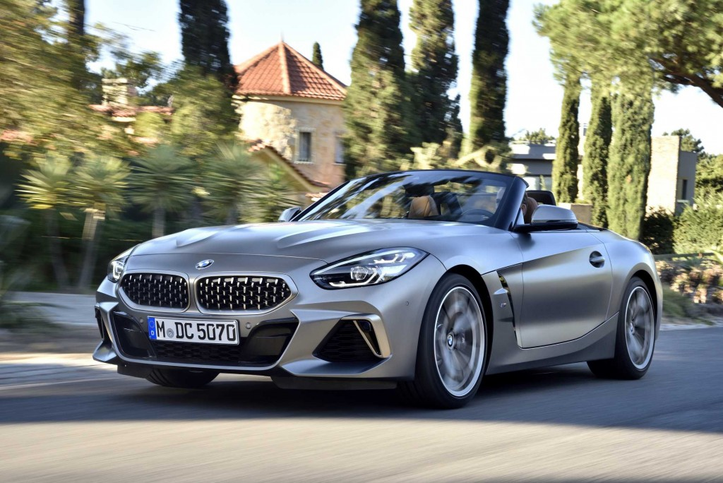 P90328290-the-new-bmw-z4-m40i-roadster-in-color-frozen-grey-ii-metallic-and-19-m-light-alloy-wheels-double-spo-2247px